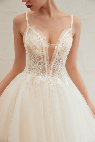 Graceful Appliques Tulle A-line Wedding Dress_11