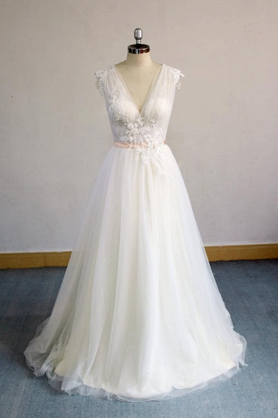 Awesome Appliques V-neck Tulle Wedding Dress_1
