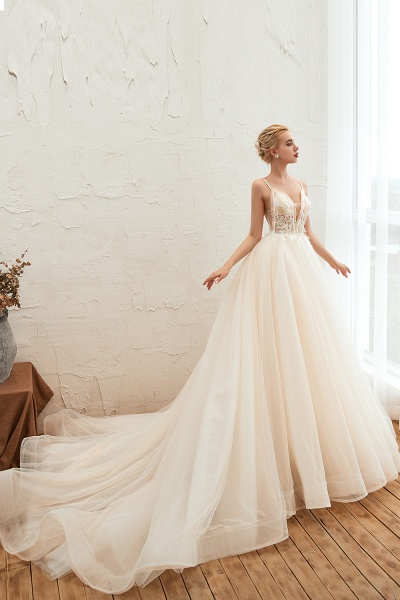 Graceful Appliques Tulle A-line Wedding Dress_5
