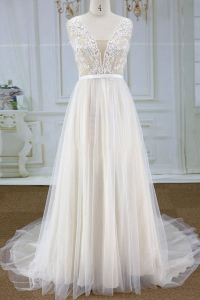 Chic Lace Chapel Train Tulle A-line Wedding Dress_1