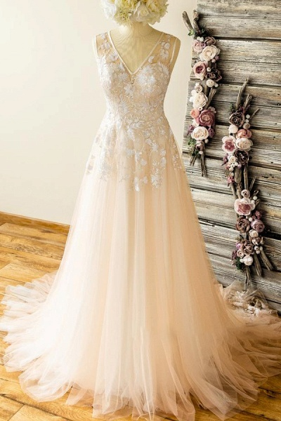 Graceful V-neck Appliques Lace Tulle Wedding Dress_1