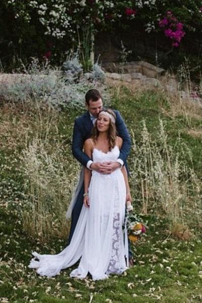 Casual Boho Spaghetti Straps Lace Beach Wedding Dress_1