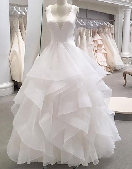White Tulle Ruffles V Neck Lace Up Wedding Dress_2
