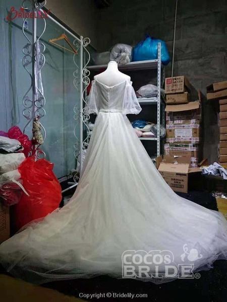 Romantic Off-the-Shoulder Lace A-Line Wedding Dresses_4