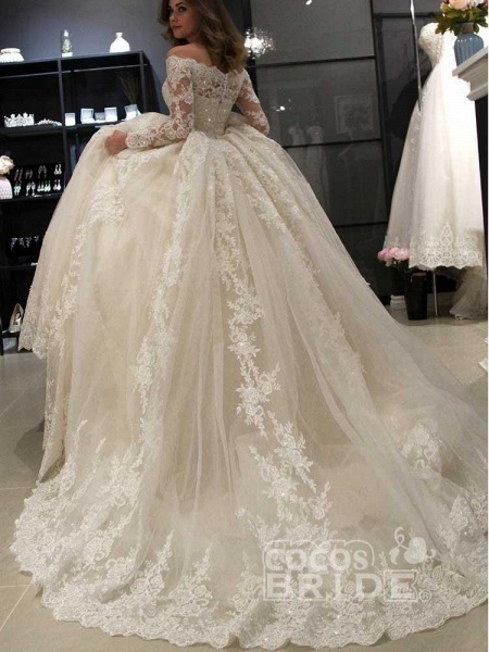 Gorgeous Long Sleeves Lace Ball Gown Wedding Dresses_5