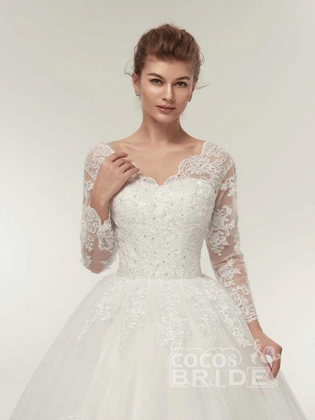 Long Sleeves V-Neck Ball Gown Lace Wedding Dresses_4