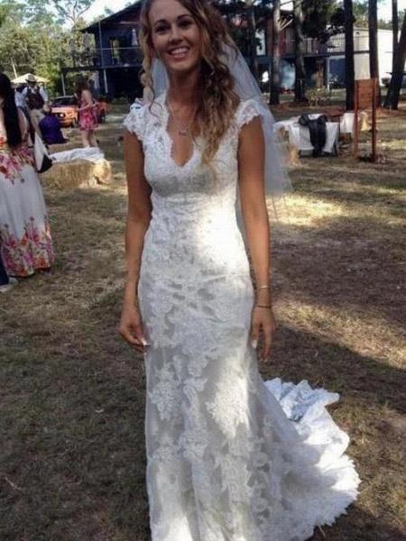 V Neck Cap Sleeves Floor Length Lace Wedding Dresses_1
