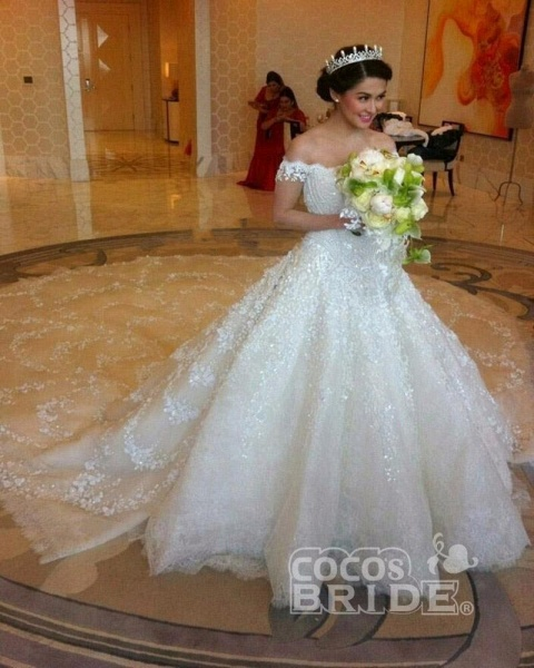 Gorgeous Off the Shoulder Puffy Princess Lace Wedding Dress_3
