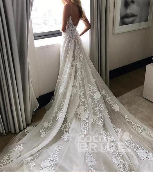 Stunning Appliques Lace Spaghetti Straps Wedding Dress_4