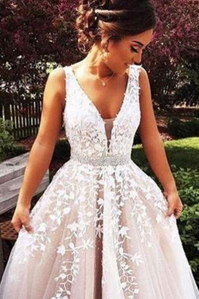 Elegant Appliques V-neck Tulle A-line Wedding Dress_4
