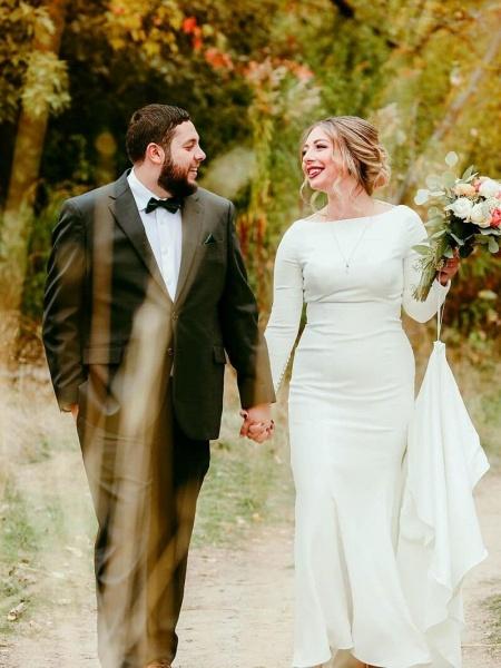 Elegant Long Sleeves Covered Button Mermaid Wedding Dresses_1