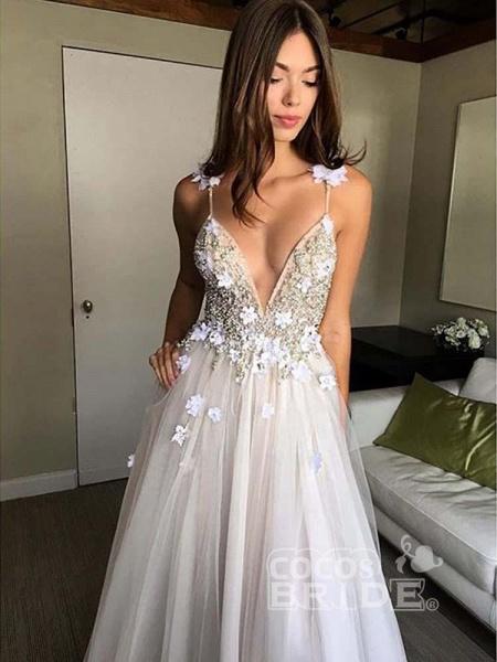 Gorgeous Deep V-neck Appliques Tulle Wedding Dresses_4