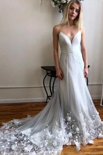 Spaghetti Strap V Neck Tulle Lace Appliques Long Wedding Dress_1