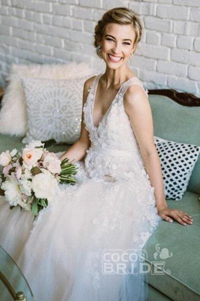 Floor Length V Neck Lace Applique Beach Puffy Tulle Wedding Dress_3