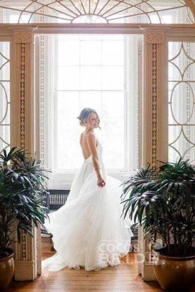 Simple V Neck Sleeveless Ivory Chiffon Beach Wedding Dress_2