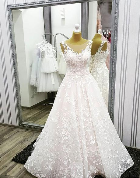 White Flower Lace Round Neck Long Lace Up White Wedding Dress_2