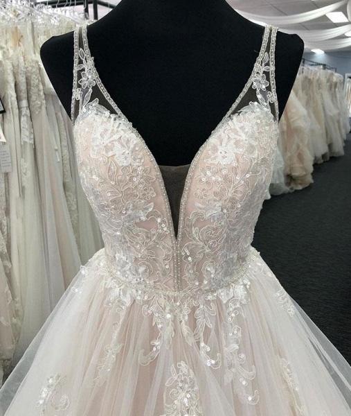 White Tulle V Neck Open Back Long Layered  Wedding Dress_3