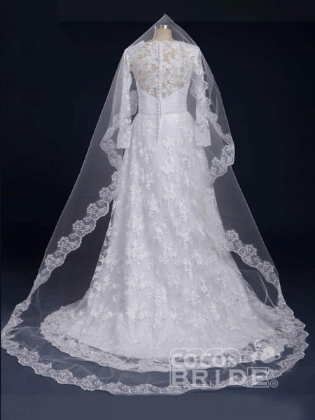 Elegant V-Neck Long Sleeves Covered Button Lace Wedding Dresses_2