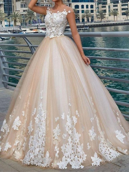 Gorgeous Lace Appliques Buttoned Ball Gown Wedding Dresses_1