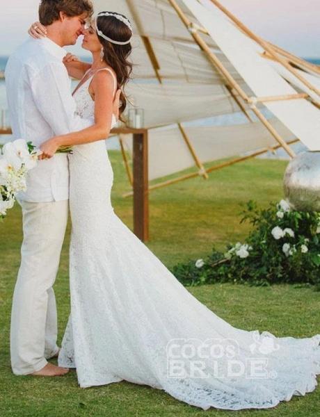 Romantic Deep V Neck Sleeveless Lace Mermaid Wedding Dress_3