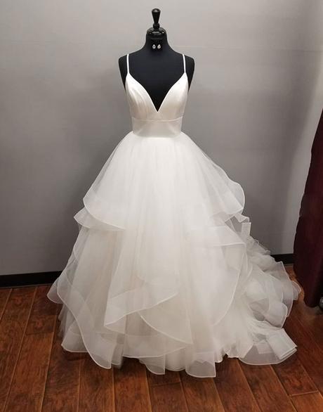 Long Multi-layered Ball White Tulle Wedding Dress_2
