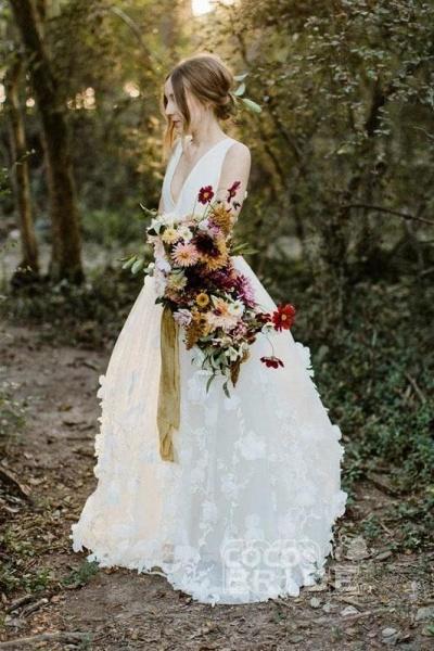 A Line V Neck Floor Length Ivory Sleeveless Wedding Dress_4