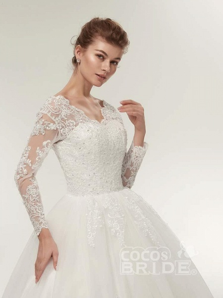 Long Sleeves V-Neck Ball Gown Lace Wedding Dresses_5