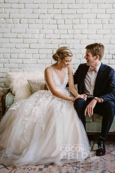 Floor Length V Neck Lace Applique Beach Puffy Tulle Wedding Dress_4