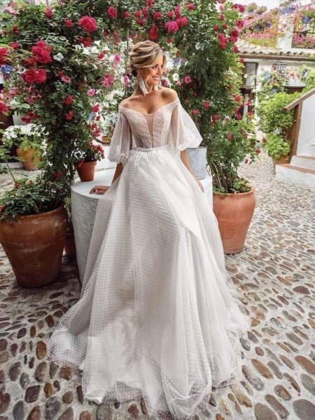 Romantic Off-the-Shoulder Lace A-Line Wedding Dresses_1
