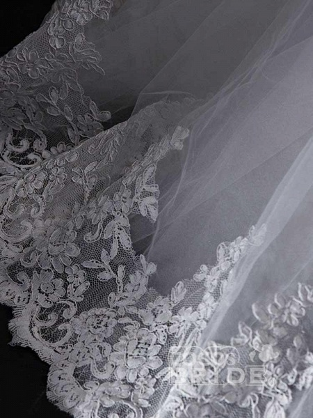 Gorgeous V-Neck Lace Tulle Ball Gown Ruffles Wedding Dresses_5