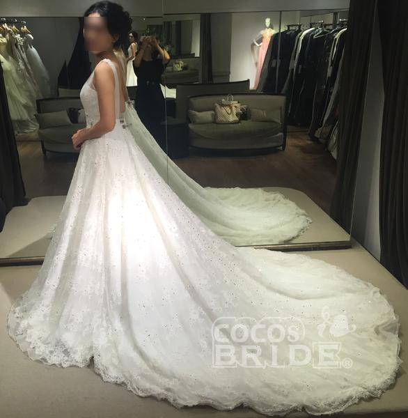Princess V-neck Sleeveless Backless Court Train Lace Sexy Wedding Dress_3