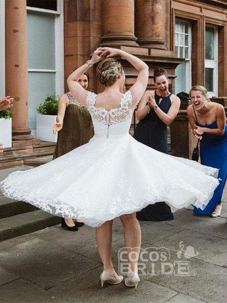 Elegant Lace Covered Button Short Wedding Dresses_2