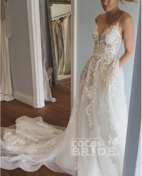 Stunning Appliques Lace Spaghetti Straps Wedding Dress_5