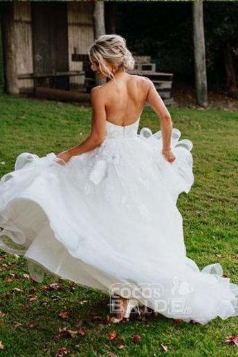 Charming Sweetheart Tulle Puffy Backless Beach Wedding Dress_2