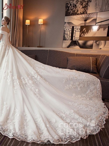 Glamorous Lace-up Beaded Ball Gown Wedding Dresses_4