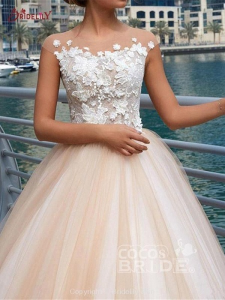 Gorgeous Lace Appliques Buttoned Ball Gown Wedding Dresses_3