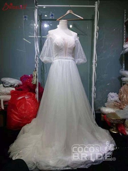 Romantic Off-the-Shoulder Lace A-Line Wedding Dresses_3