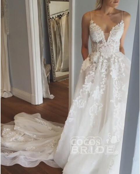 Stunning Appliques Lace Spaghetti Straps Wedding Dress_3