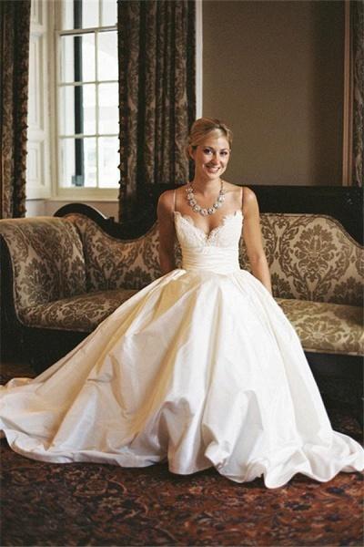 A-line V-neck Sleeveless Spaghetti Strap Lace Beach Wedding Dress_1