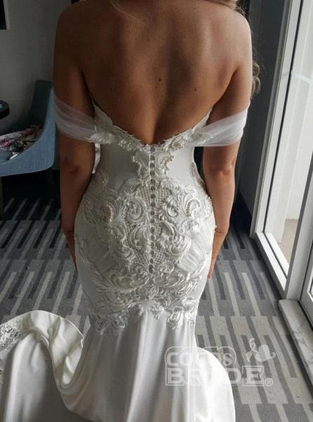 Gorgeous Mermaid Off the Shoulder Lace Appliques Wedding Dress_3