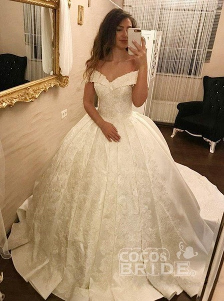 Ivory Ball Gown Off-the-Shoulder Pleated Satin Lace Appliques Wedding Dress_2