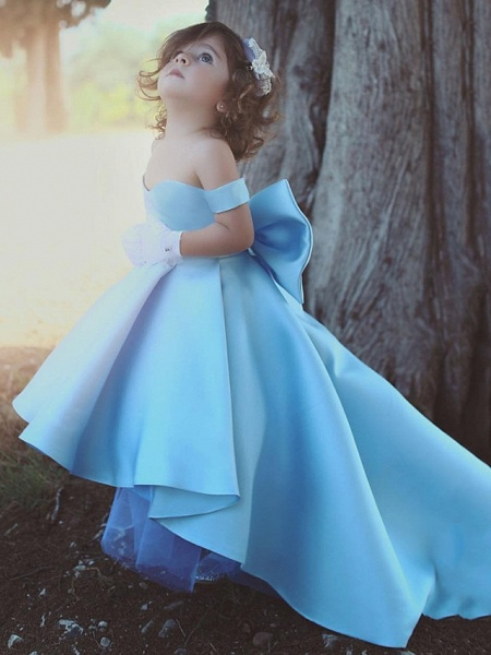 Ball Gown Chapel Train Wedding Flower Girl Dresses - Satin Short Sleeve Off Shoulder With Bow(S) / Tier / Solid_1