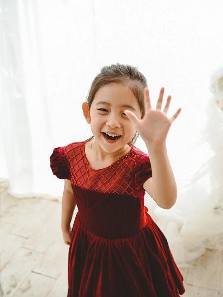 Ball Gown Tea Length Wedding / Birthday / Pageant Flower Girl Dresses - Velvet Short Sleeve Jewel Neck With Pearls_4