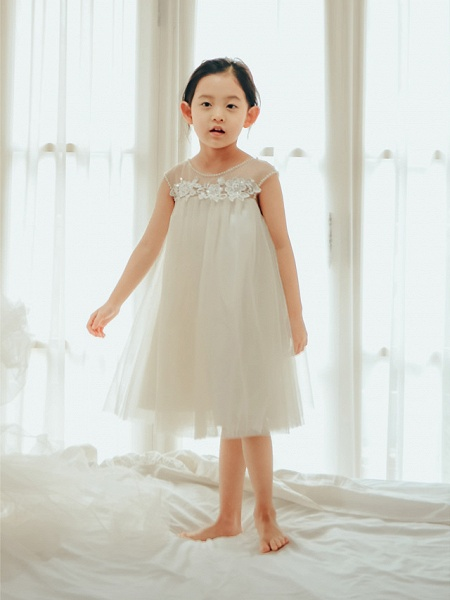 Princess / Ball Gown Knee Length Wedding / First Communion / Birthday Flower Girl Dresses - Tulle Sleeveless Jewel Neck With Buttons / Pearls / Appliques_1