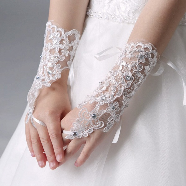 Lace With Lace Crystal Wrist Length Glove_3