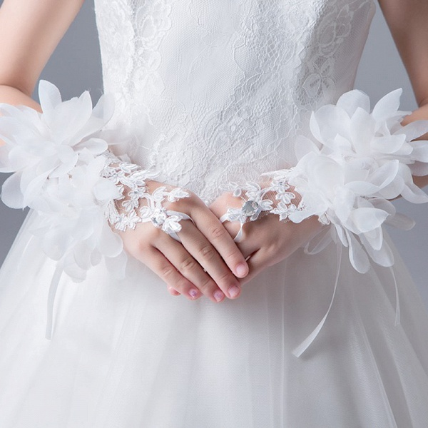 Lace Crystal Flower Wrist Length Glove_3