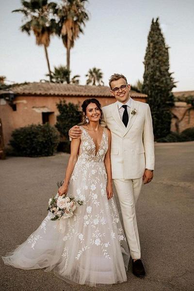 BC5797 Straps V-neck Appliques A-ine Boho Wedding Dress_1