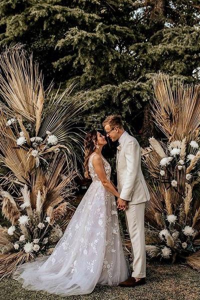 BC5797 Straps V-neck Appliques A-ine Boho Wedding Dress_3