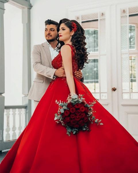 Luxury Long Princess Satin V-neck Wedding Dresses with Lace_4