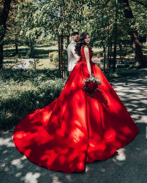 Luxury Long Princess Satin V-neck Wedding Dresses with Lace_6